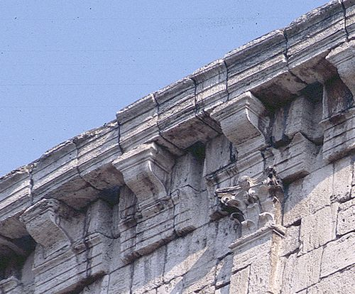 Coliseum, modillion detail